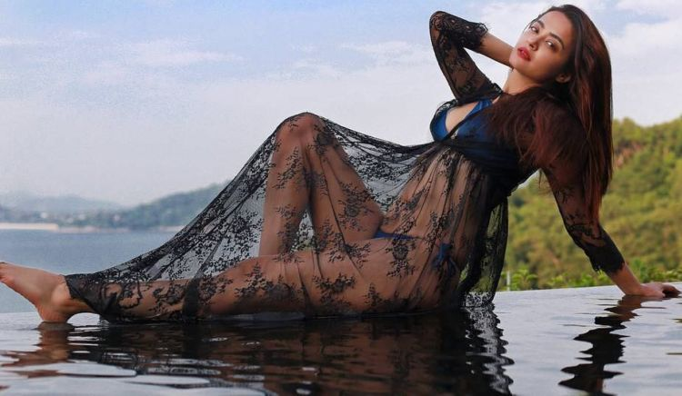 Surveen Chawla Glammed Up Her Instagram Account Again