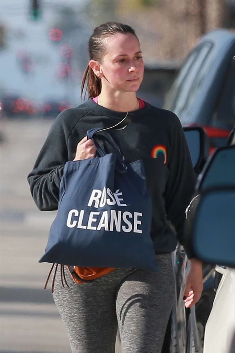 Jennifer Love Hewitt Candids While Leaving A Gym In Studio City