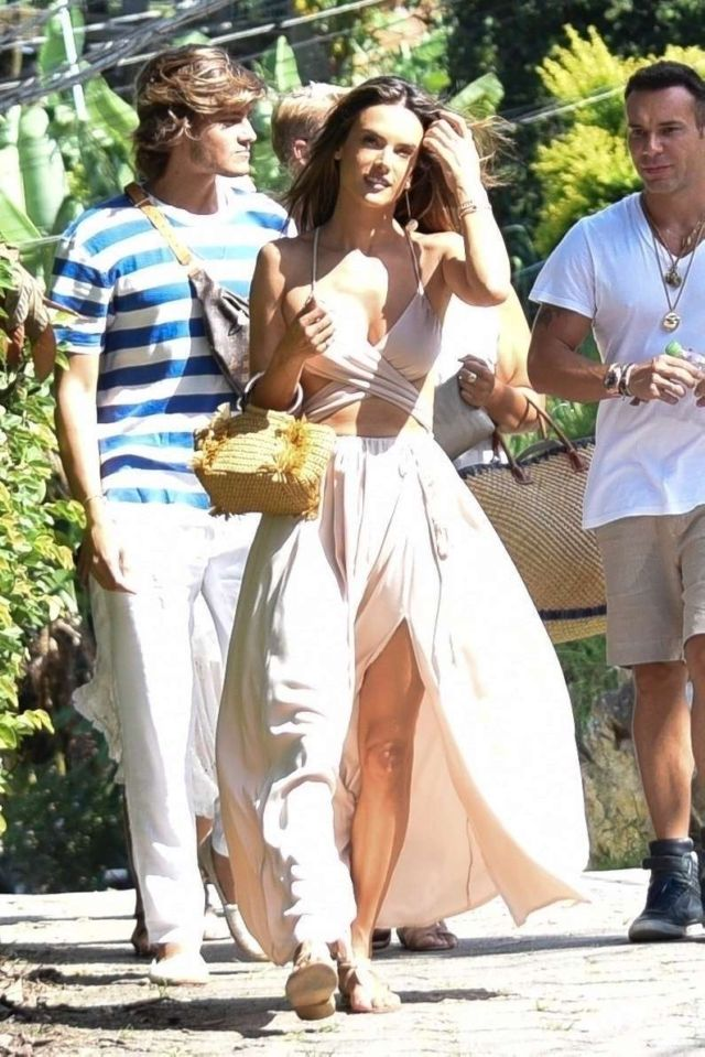Alessandra Ambrosio Out With Her Friends In Florianopolis