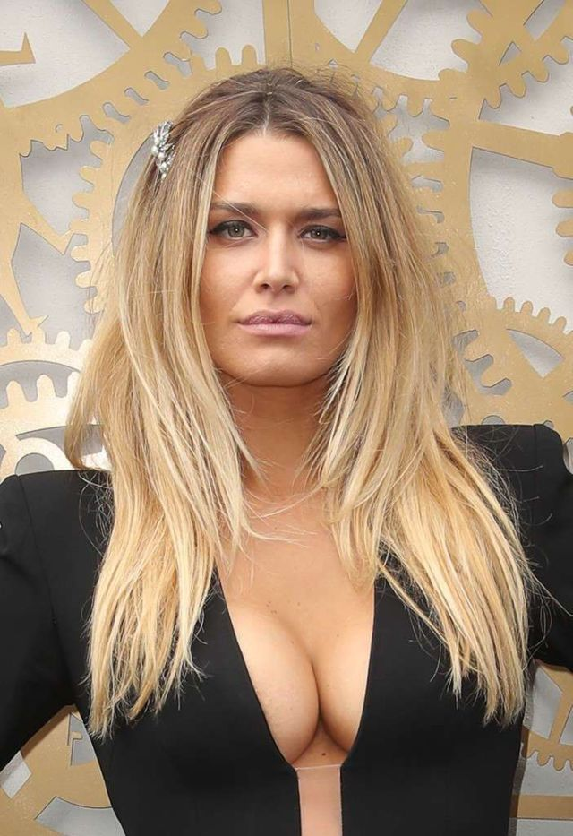 Gorgeous Cheyenne Tozzi Attends Derby Day Event At Flemington Racecourse in Melbourne