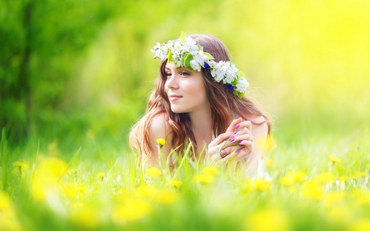 Beautiful girls with flowers wallpapers glamistan beautiful girls with flowers wallpapers izmirmasajfo