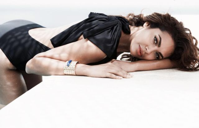 Esha Gupta's Latest Photoshoot Pictures Are Here
