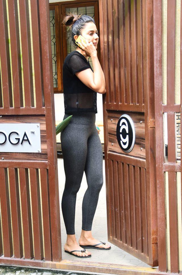 Rakul Preet Singh Looked Fantastic In Black Yoga Outfit