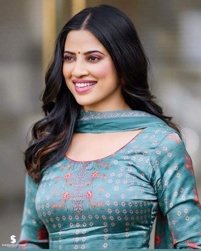 Meet Fresh Bollywood Face - Saanvi Dhiman