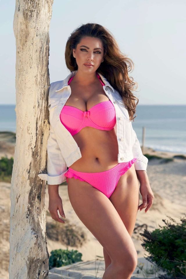 Click to Enlarge - Kelly Brook Shoots For 2020 Swimwear Calendar