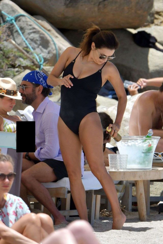 Eva Longoria Enjoys Her Easter Holiday In Swimsuit On Shellona Beach In St Barts