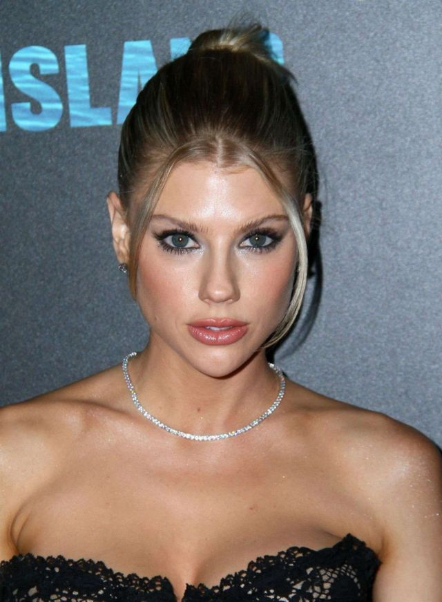 Charlotte McKinney On The Red Carpet At 'Fantasy Island' Premiere