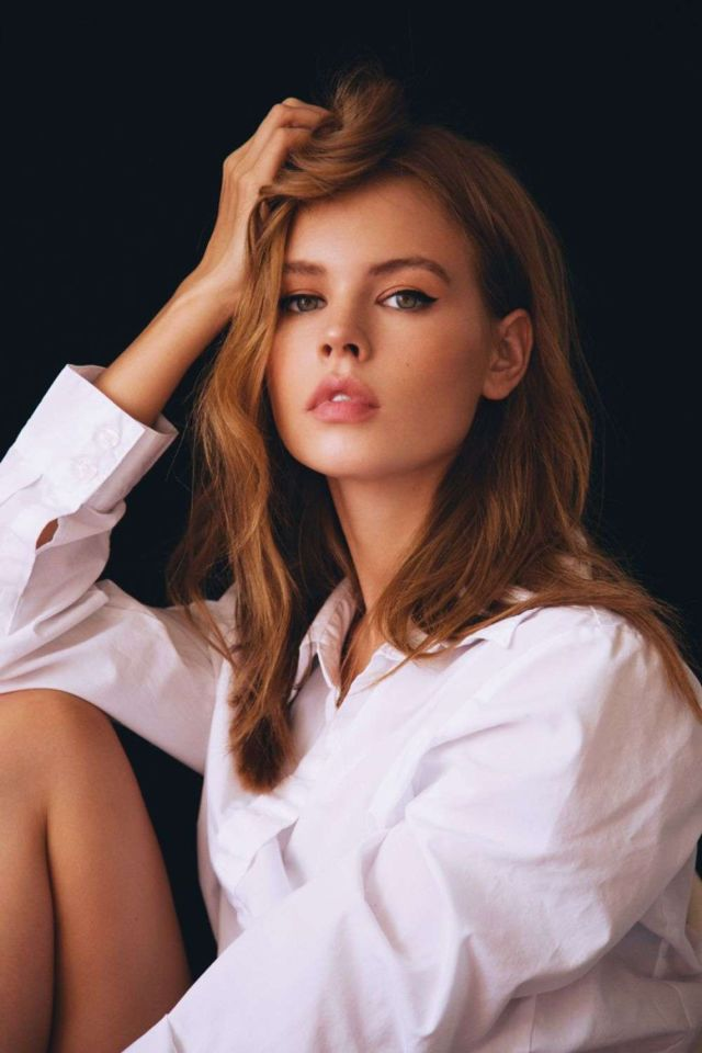 Anastasiya Scheglova Poses On The Set Of A Photoshoot