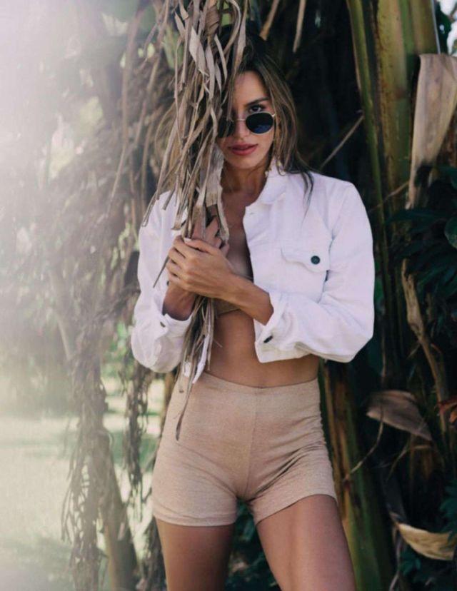 Beautiful Madison Reed Glams Up Modeliste Magazine 2019