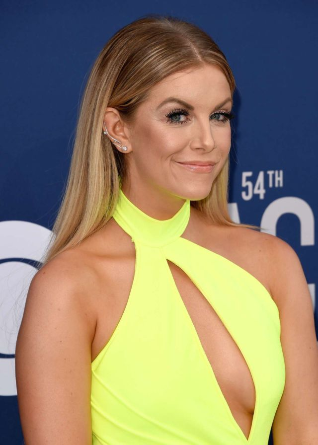 Lindsay Ell Dazzles At The Country Music Awards In Las Vegas