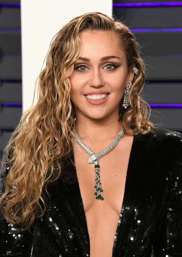 Miley Cyrus In Black Outfit At The Vanity Fair Oscar Party 2019