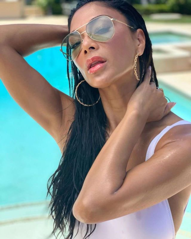 Nicole Scherzinger's Perfect Photoshoot In White Swimsuit At The Pool