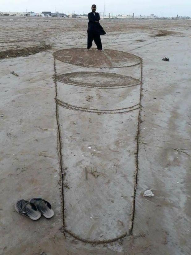 Pakistani Artists Show Their Sand Art On Baloochistani Beach