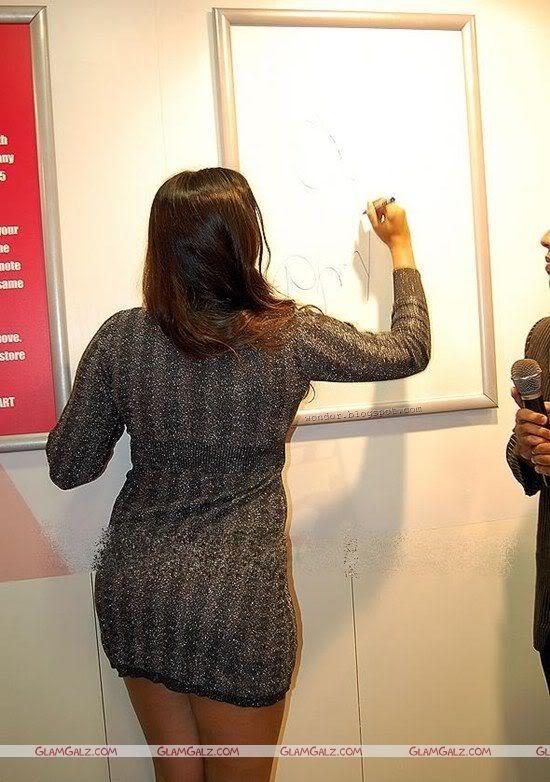Namitha Sizzles at Megamart Inauguration