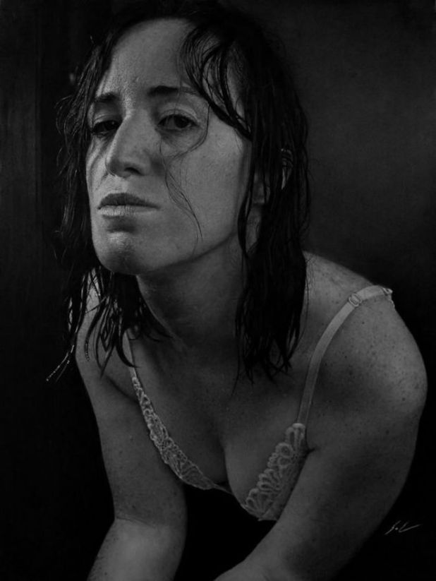 Dylan Eakin Makes Incredibly Realistic Charcoal Paintings