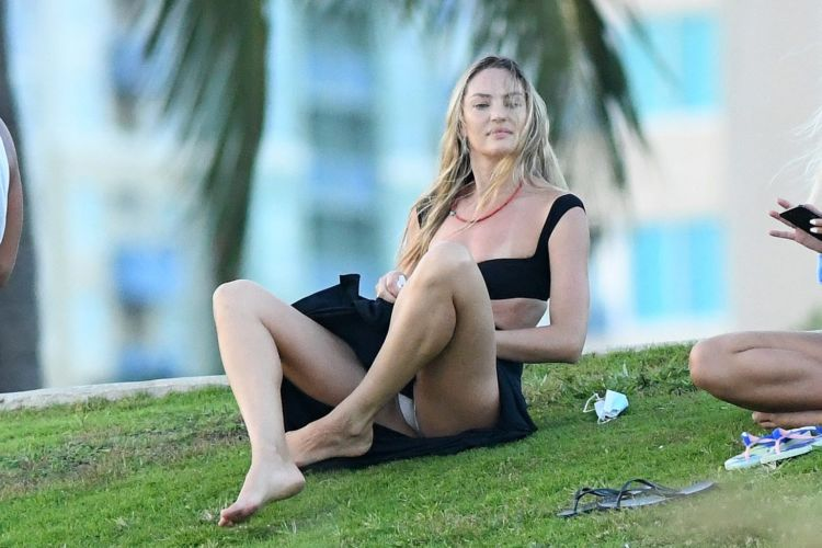 Candice Swanepoel Relaxing At A Park In Miami