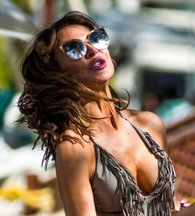 Lizzie Cundy Chilling In Swimsuit On The Beach In Barbados