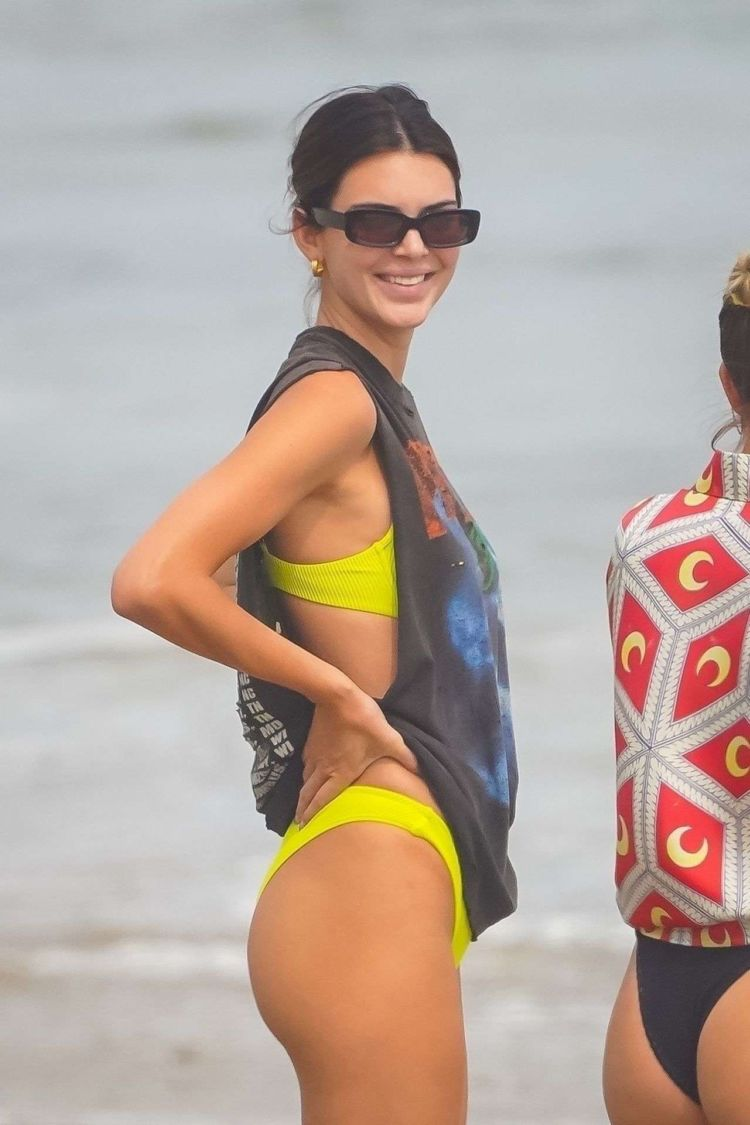 Kendall Jenner And Hailey Baldwin Enjoying Girls Day Out In Bikinis On The Beach