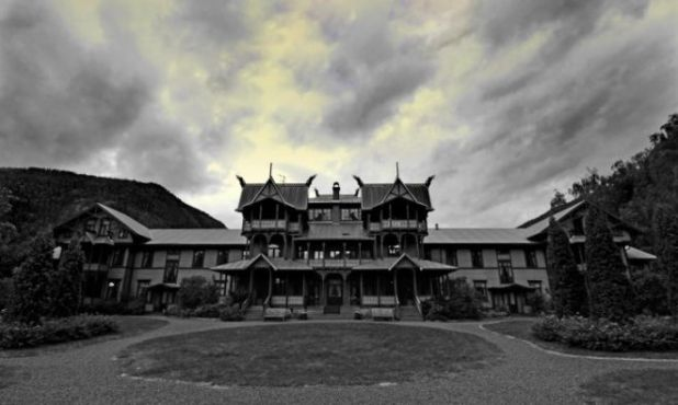 Dare To Visit USA's 7 Most Haunted Houses?