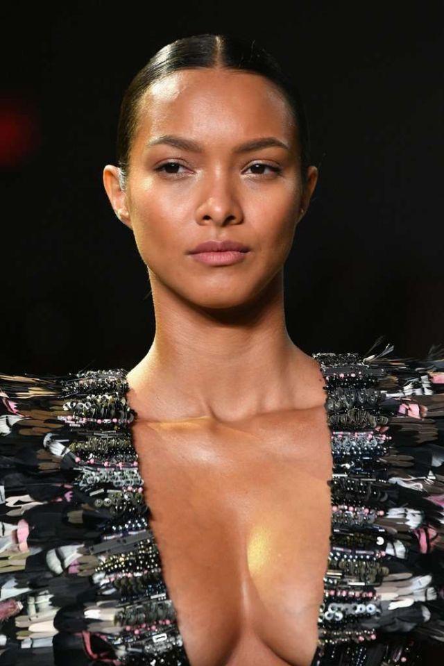 Lais Ribeiro At The Cong Tri Fashion Show In New York