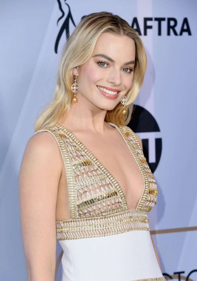 Beautiful Margot Robbie Attends Screen Actors Guild Awards