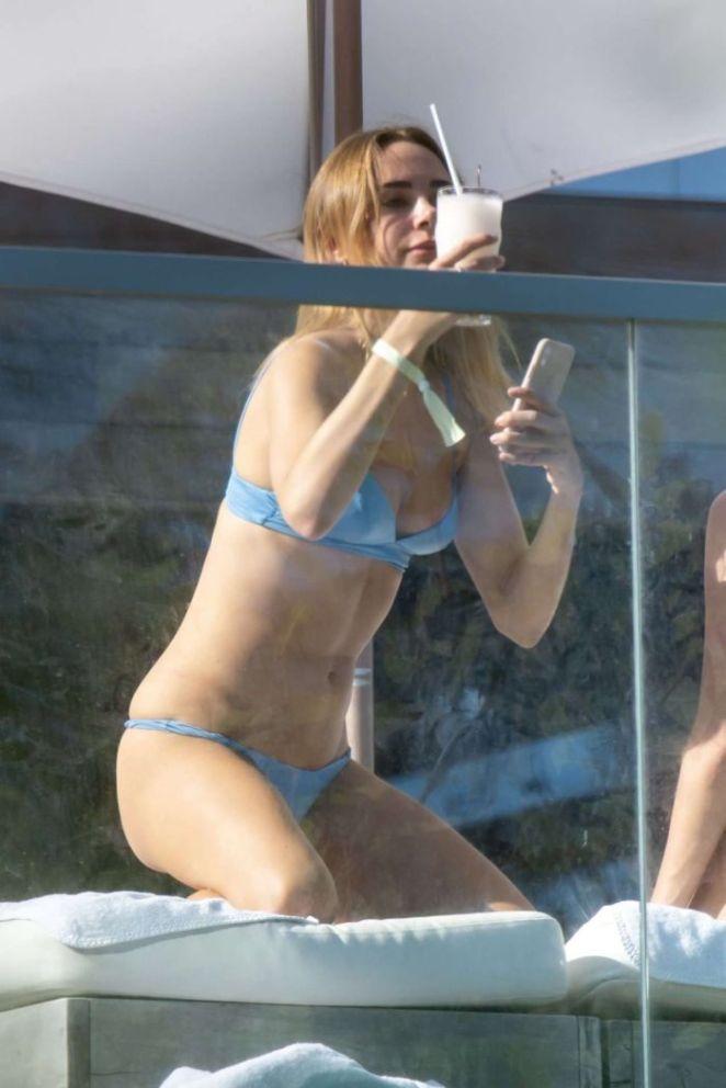 Kimberley Garner Relaxing In Bikini At Miami