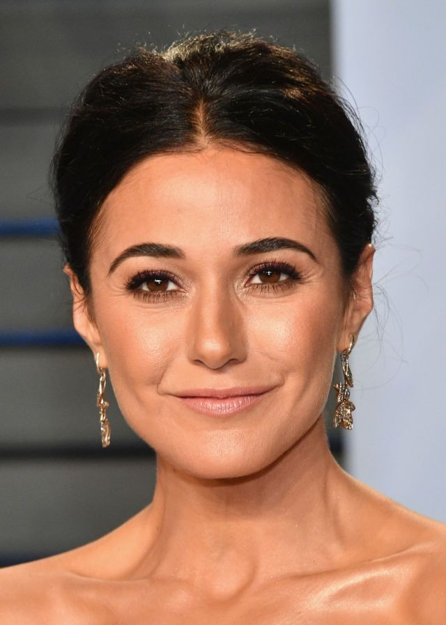 Emmanuelle Chriqui Attends The Vanity Fair Oscar Party