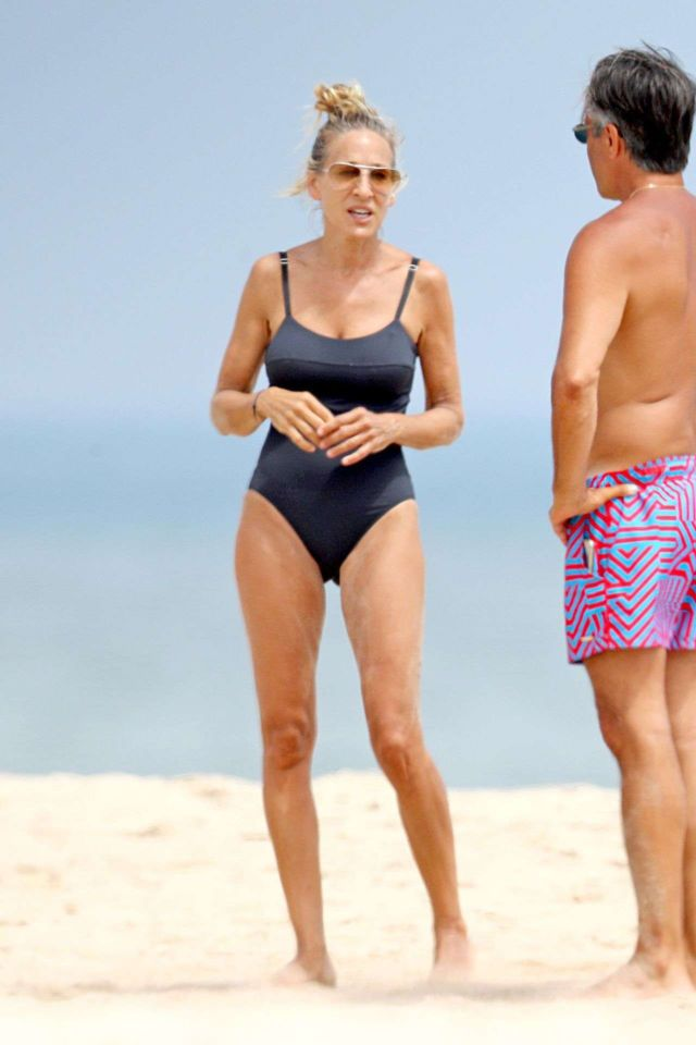 Sarah Jessica Parker Relaxing In Swimsuit At The Beach