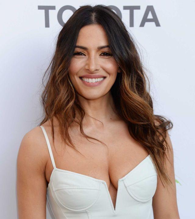 Smiling Beauty Sarah Shahi At 28th Annual Environmental Media Association Awards