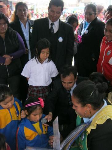 Demostrando sus aprendizajes ante las autoridades de la I.E.