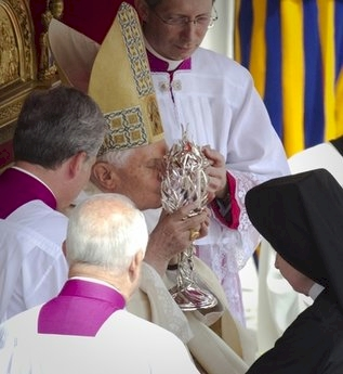 pope_kissing_blood