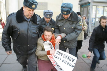 Protester in St. Petersburg. (Photo courtesy of GayRussia.eu)