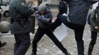 Anti-gay attacker kicks LGBTI rights protester in Voronezh, southwest Russia, on Jan. 20. (Photo courtesy of Article20.org)