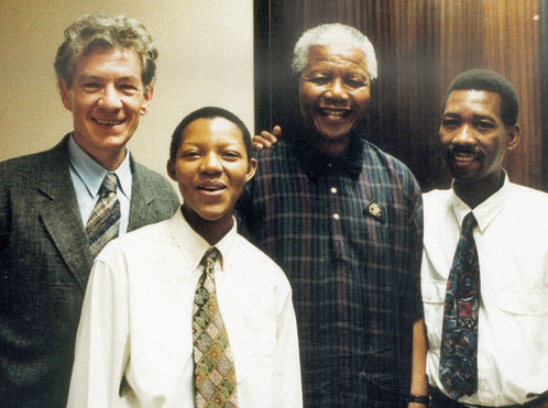 Sir Ian McKellan, Phumi Mtetwa, Nelson Mandela and Simon Nkoli at Luthuli House in 1995. (Photo courtesy of NCGLE)