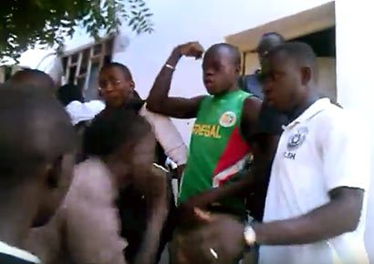 Students at Cheikh Anta Diop University argue over how an allegedly gay man escaped from them. (Photo courtesy of The Observers)