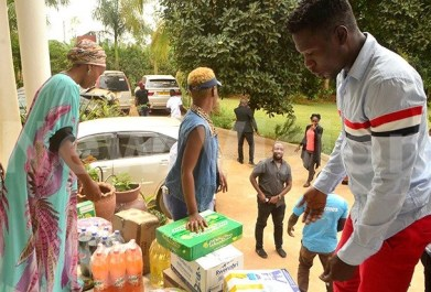 Ugandan signers show their support for Bobi Wine, delivering gifts to his wife. (Ashraf Kasirye photo courtesy of New Vision)