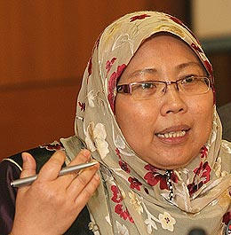 Fuziah Salleh, Malaysian deputy minister, says LGBT people are unwanted as role models for  children. (Photo courtesy of  Pkrnegeripahang.blogspot.com)