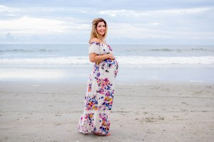 Maternity session on the beach what to wear