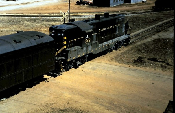 """GP7 546 wrangling cars for """"The Meteor"""" at O… – Trains"""