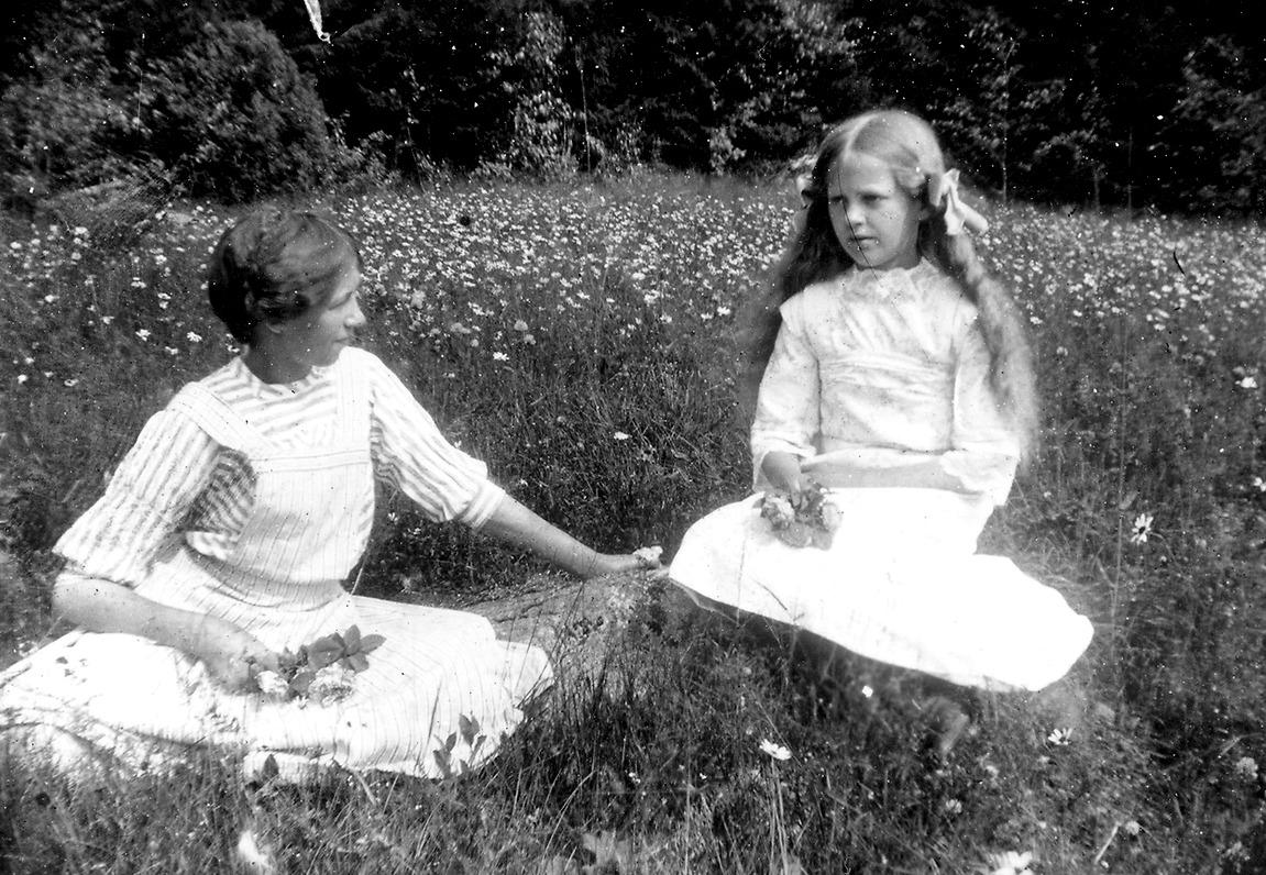 5d118a9565f45 Sisters Ester and Elvira Lindberg