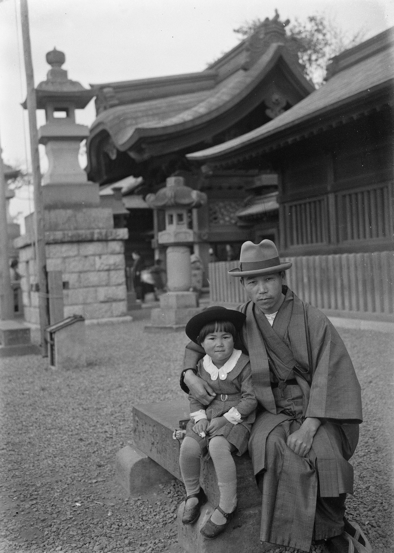 Man with his child Japan 1930 – History
