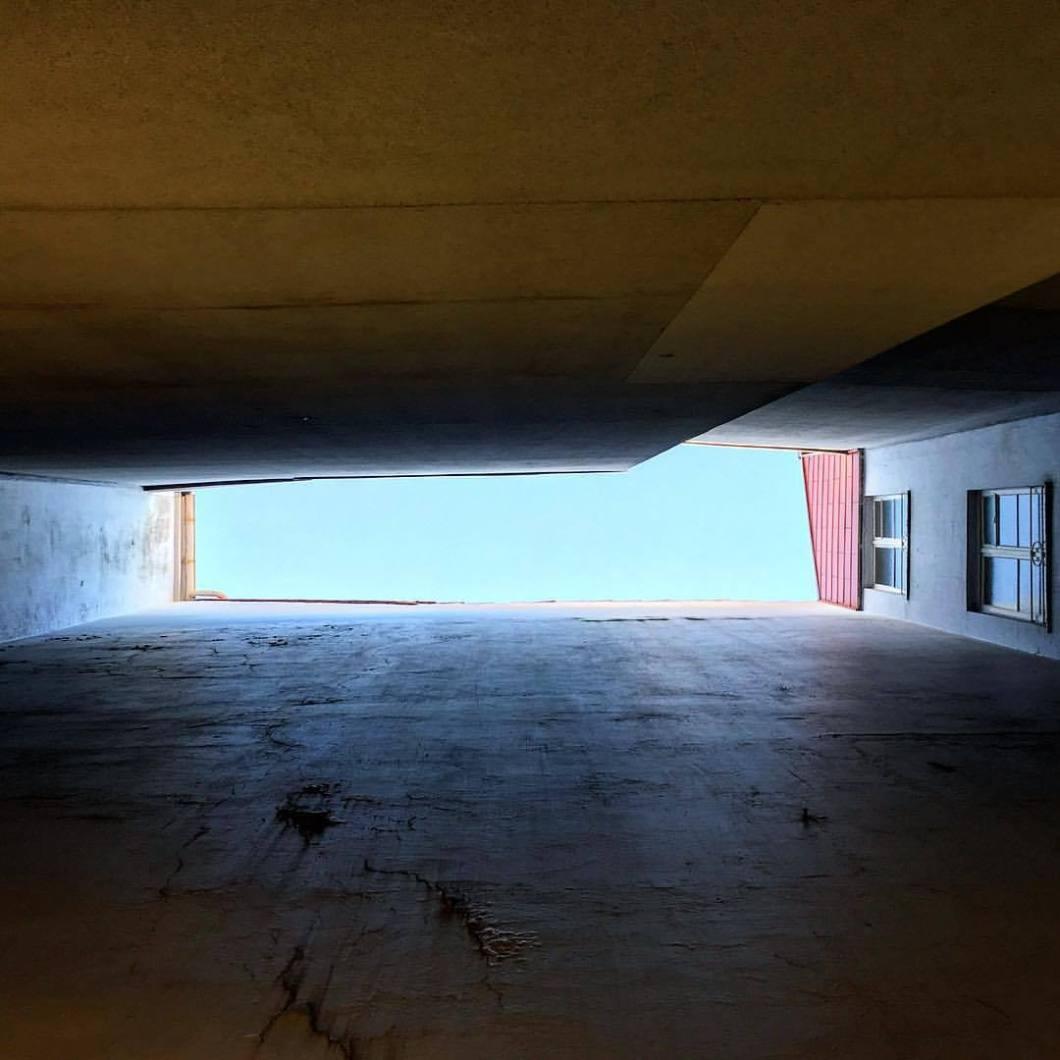 Tilted. Bielefeld, 2017..#photooftheday #onephotoaday #photography #iphonography #iphonephotography #iphoneonly #iphone6s #iphonephoto #bwphotography #blackandwhite #blackandwhitephotography #monochrome #streetphotography #streetart #reportage #city #bielefeld #owl #teutoburgerwald #architecture #architektur #architecturephotography #architekturfotografie #tilted #heaven #above #lookabove (hier: Bielefeld, Germany)