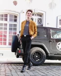 Sunshine ✔️ Weekend ✔️ Summer 🔜#wochendende #blogger #blogger_de #fashionblogger #mensfashion #menstyle #streetstyle #streetwear #ootd #ootdmen #fashiondiary #menwithstyle #streetfashion#fashionista #ltkit #clothes #menfashion #düsseldorf #königsallee   (hier: Düsseldorf, Germany)