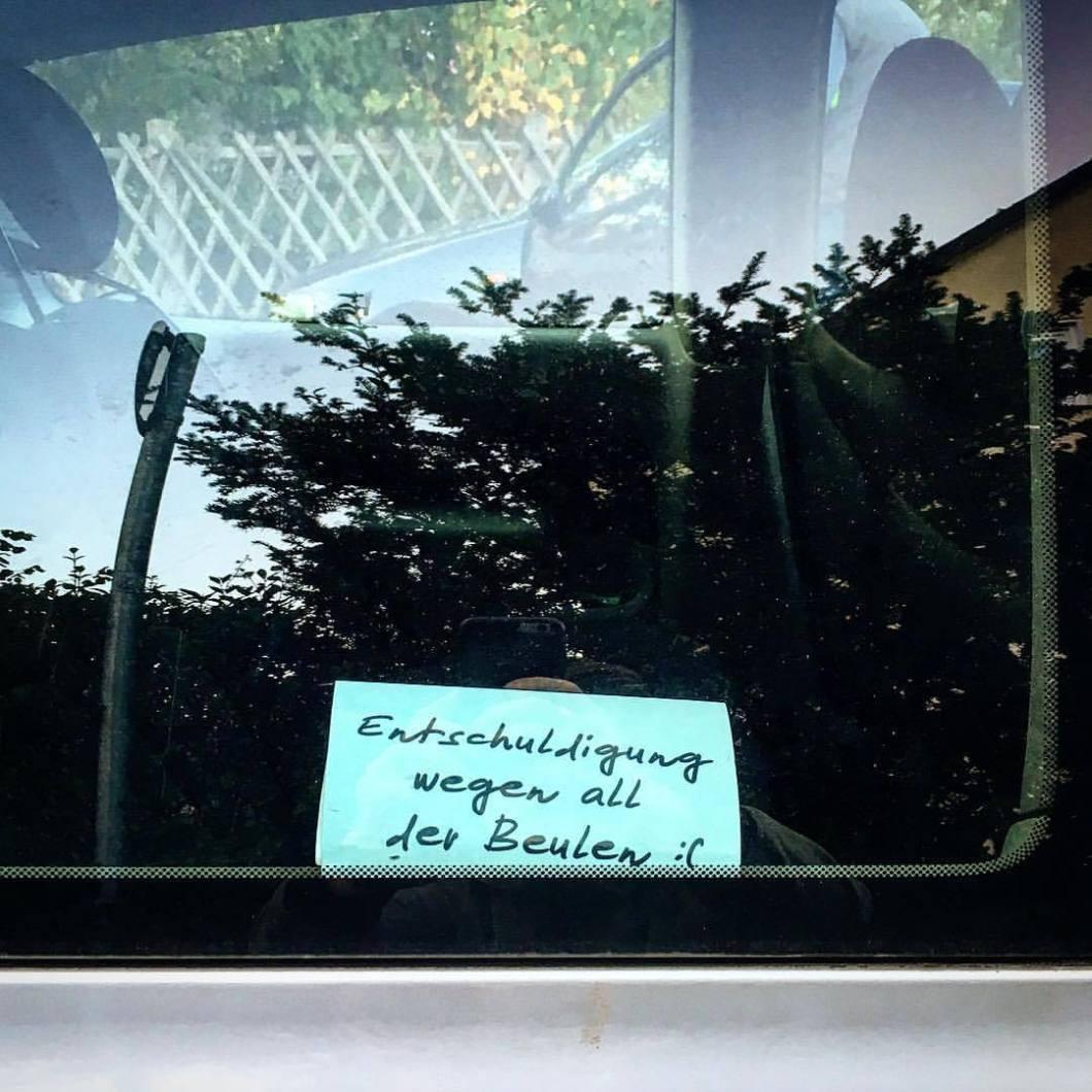 Sorry.. Bielefeld, 2017..#photooftheday #onephotoaday #photography #iphoneonly #iphonography #iphone6s #iphonephotography #streetphotography #streetart #streetlife #streetstyle #reportage #reportagefotografie #reportagephotography #graffiti #graffitiart #sorry #car #window #note #iamsorry (hier: Mellertown)