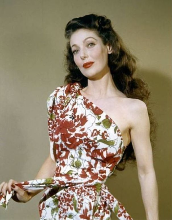 d17c8134add 35 glamorous color photos of Loretta Young from between the ...
