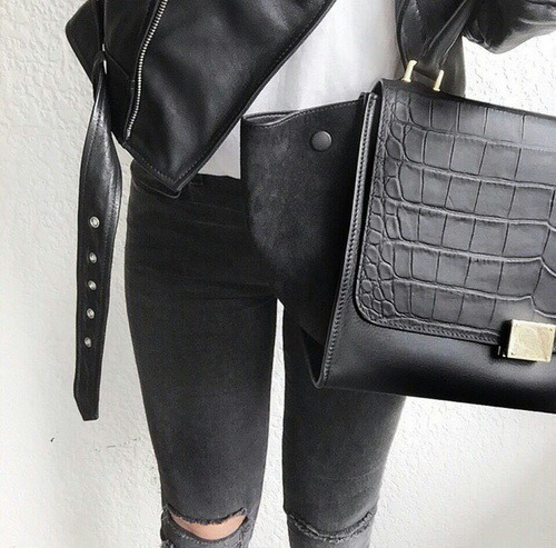 Shop fashionable black bags »here« !