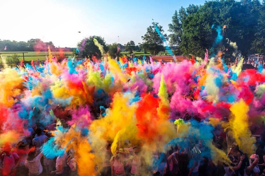 Wapelbeats Holi Festival, Gütersloh 2018..#photooftheday #onephotoaday #nikon #nikond800 #colors #colorphotography #peoplephotography #people #event #streetphotography #eventphotography #holi #holifestival #wapelbad #wapelbeats #india #music #summer #dj (hier: Wapelbeats)