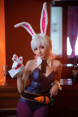 Battle Bunny Riven / League of Legends by MaySakaali  More Hot Cosplay: http://hotcosplaychicks.tumblr.com NSFW Content: https://www.patreon.com/hotcosplaychicksChat Room: https://discord.gg/rnaDPNqfacebook: https://www.facebook.com/hotcosplaychicks