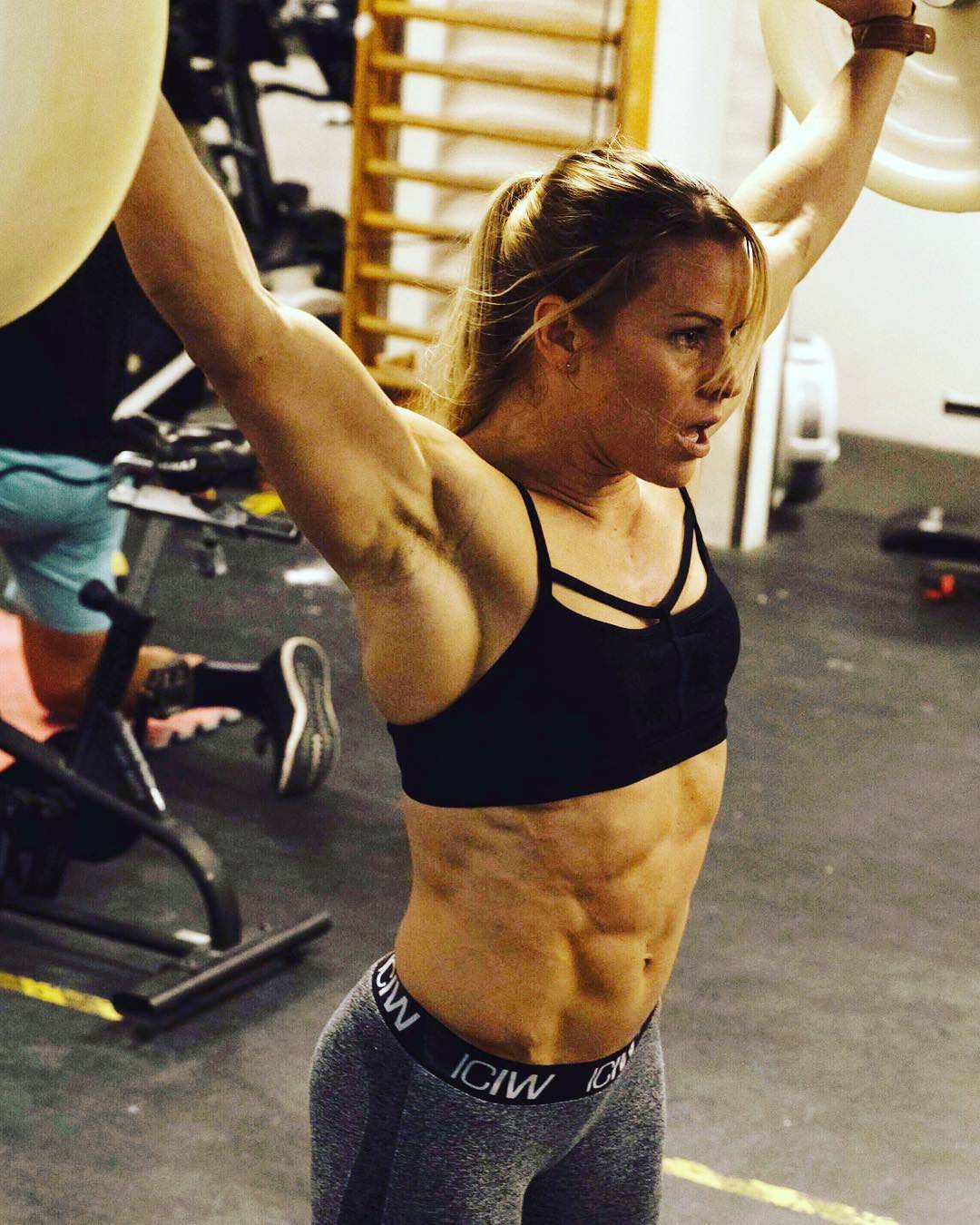"crossfit-girls: ""Helena Falk http://tiny.cc/ugbwpy """
