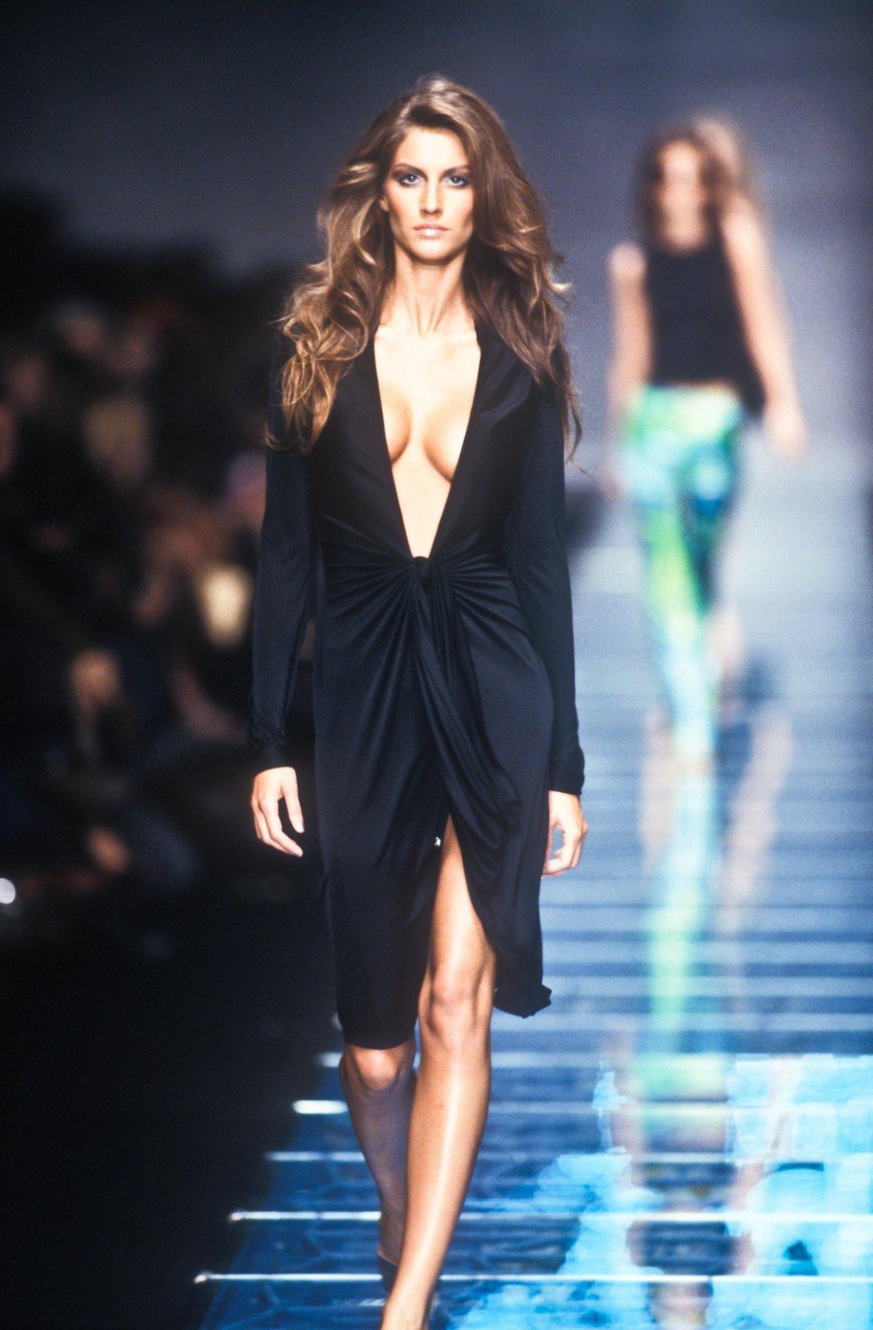 Ana Maria Polvorosa Hot lelaid: gisele bundchen at versace s/s 2000 – supermodels